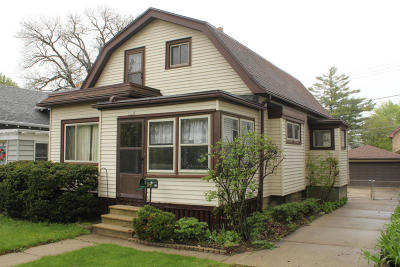 Milwaukee Single Family Home For Sale: 3230 S Indiana
