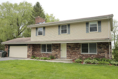 Waukesha Single Family Home For Sale: S42w27483 Oak Grove Ln