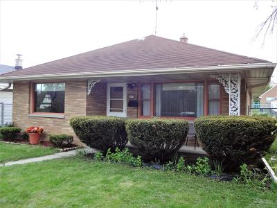 Milwaukee Single Family Home For Sale: 6051 W Lincoln Creek Dr