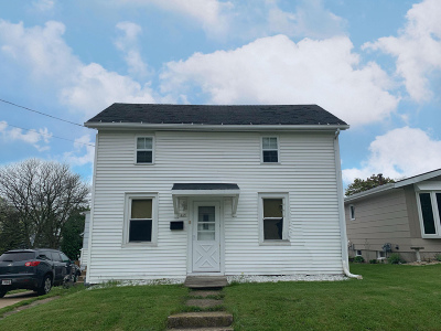 Hartford Single Family Home For Sale: 445 Fifth St