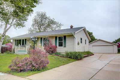 Waukesha Single Family Home For Sale: 1825 Waterview Ln