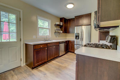 Lake Geneva Single Family Home Active Contingent With Offer: 300 Timber Ln
