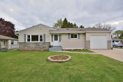 Menomonee Falls Single Family Home Active Contingent With Offer: W172n9358 Shady Ln