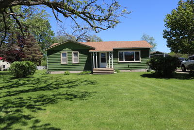 Genoa City Single Family Home Active Contingent With Offer: N1182 Daisy Dr