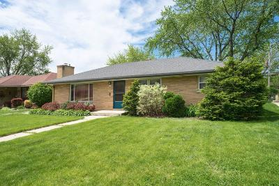 West Allis Single Family Home Active Contingent With Offer: 2811 S Cleveland Park Dr