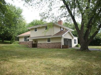 Waukesha Single Family Home Active Contingent With Offer: 525 Maple Way S