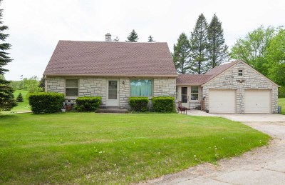 Slinger Single Family Home Active Contingent With Offer: 755 Bonnie Ln