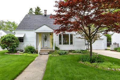 Wauwatosa Single Family Home Active Contingent With Offer: 7836 Eagle St