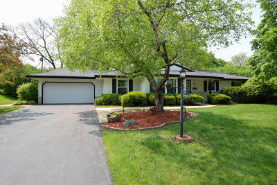 Brookfield Single Family Home Active Contingent With Offer: 17445 Penbrook Dr
