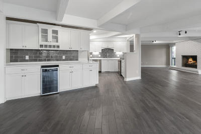 Fontana Condo/Townhouse Active Contingent With Offer: 810 Aspen Dr #B1