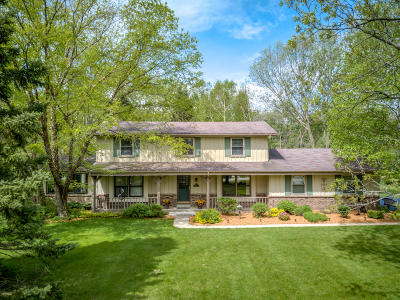 Pewaukee Single Family Home Active Contingent With Offer: W238n4551 Woods Edge Dr