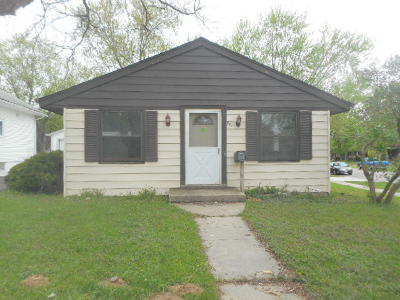 Waukesha Single Family Home Active Contingent With Offer: 1120 Arcadian Ave