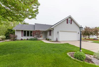 Waukesha Single Family Home Active Contingent With Offer: 2412 Tanager Ct