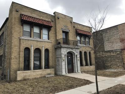 Milwaukee Multi Family Home For Sale: 3730 N Port Washington Ave