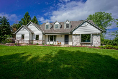 Pewaukee Single Family Home Active Contingent With Offer: N25w30776 Overlook Ct