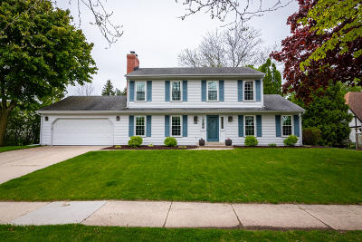 Grafton Single Family Home Active Contingent With Offer: 285 W Falls Rd