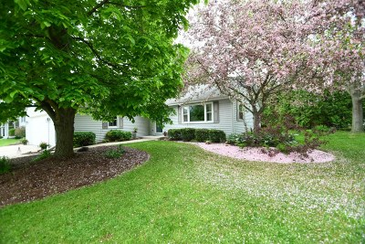 Oconomowoc Single Family Home Active Contingent With Offer: 1281 Heather Cir