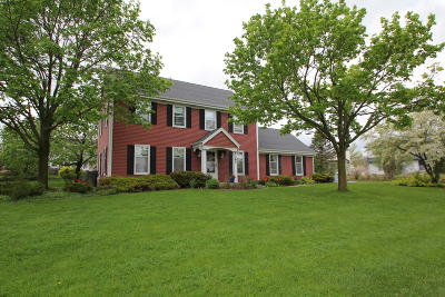 New Berlin Single Family Home Active Contingent With Offer: 4165 S Regal Manor Dr