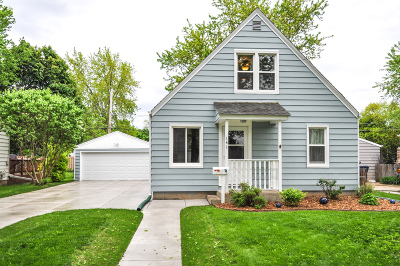 Waukesha Single Family Home Active Contingent With Offer: 141 Coolidge Ave