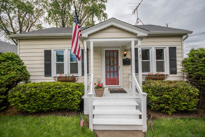Waukesha Single Family Home Active Contingent With Offer: 913 Harding Ave