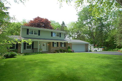 New Berlin Single Family Home Active Contingent With Offer: 4475 S Hillview Ct
