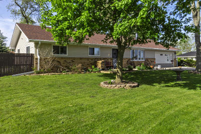 Delavan Single Family Home Active Contingent With Offer: 608 Bailey Rd
