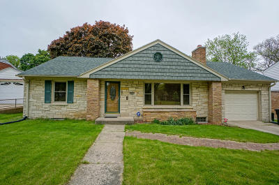 Wauwatosa Single Family Home For Sale: 817 Robertson St