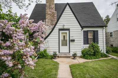 Single Family Home Active Contingent With Offer: 3702 S 34th St