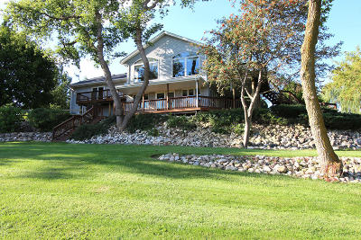 Hartland Single Family Home Active Contingent With Offer: N79w27426 Plainview Rd