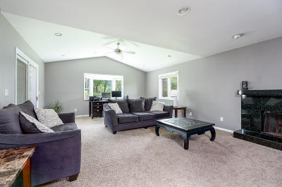 New Berlin Single Family Home Active Contingent With Offer: 15075 W Maple Ridge Rd