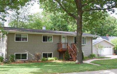 Williams Bay Single Family Home For Sale: 108 Jewell Dr