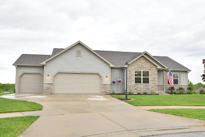 Waukesha Single Family Home Active Contingent With Offer: 900 Valley Hill Dr