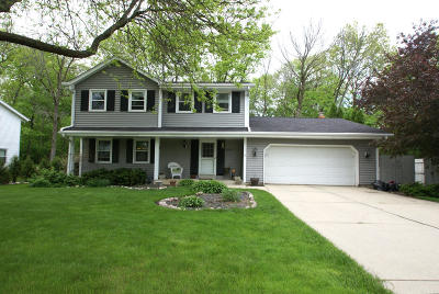New Berlin Single Family Home Active Contingent With Offer: 15920 W Heatherly Dr