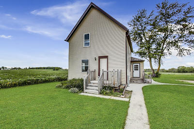 West Bend Single Family Home Active Contingent With Offer: 800 Pleasant Valley Rd