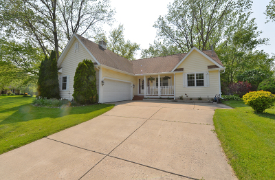 Racine Single Family Home Active Contingent With Offer: 5810 Finch Ln