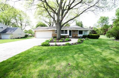 Wauwatosa Single Family Home Active Contingent With Offer: 12323 W Woodland Ave