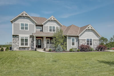 Menomonee Falls Single Family Home Active Contingent With Offer: N53w17892 Ridgeline Trl