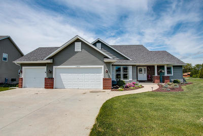 Mukwonago Single Family Home Active Contingent With Offer: 1304 Orchard View Ln