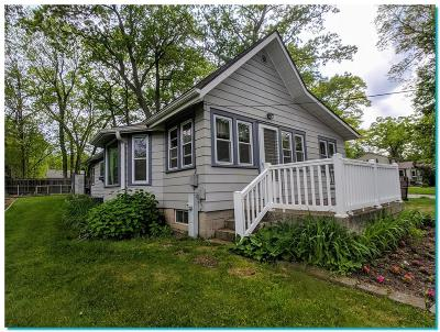 Pewaukee Single Family Home For Sale: N27w27423 Woodland Dr