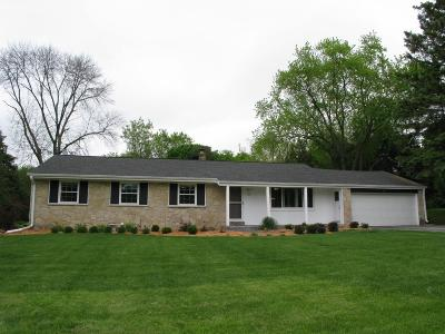 Waukesha Single Family Home Active Contingent With Offer: 830 Sunnycrest Dr