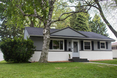 Waukesha Single Family Home Active Contingent With Offer: 518 Gascoigne Dr