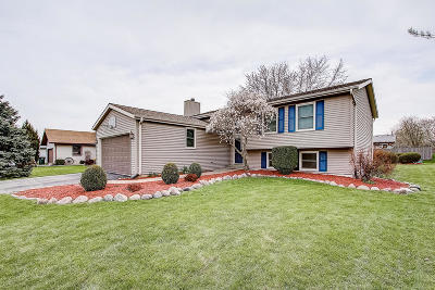 Racine Single Family Home Active Contingent With Offer: 2745 Northbridge Dr
