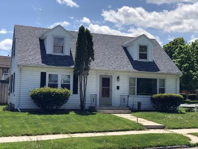 Sheboygan Single Family Home Active Contingent With Offer: 733 North Ave
