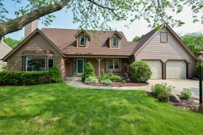 New Berlin Single Family Home Active Contingent With Offer: 4250 S Victoria Cir