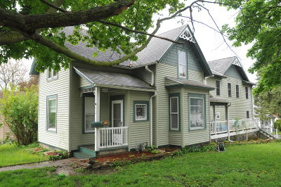 Waukesha Single Family Home For Sale: 438 S Hine Ave