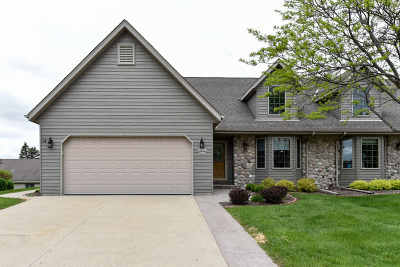 Jackson Condo/Townhouse Active Contingent With Offer: W203n16127 Pin Oak Cir