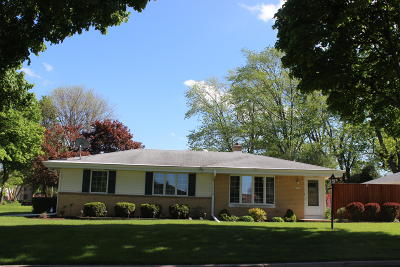 Wauwatosa Single Family Home Active Contingent With Offer: 11407 W Clarke St