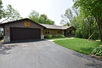 Waukesha Single Family Home Active Contingent With Offer: W243s7410 Regency Ct