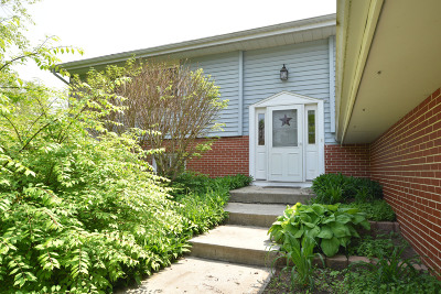 Jackson WI Single Family Home Active Contingent With Offer: $279,900