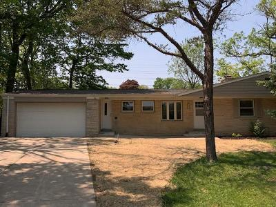 Single Family Home Active Contingent With Offer: 4421 S 35th St